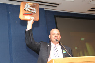 Mulgrew shows delegates the plaque that the UFT received from the Schoharie loca