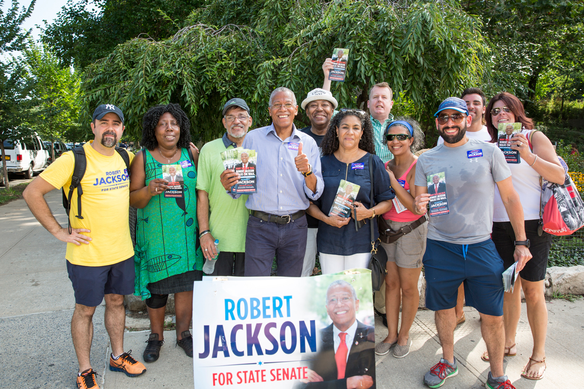 Jackson (AL) United States  city pictures gallery : Robert Jackson forth from left with UFT volunteers during a break in ...