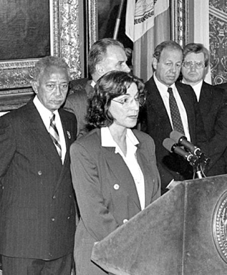 Sandra Feldman and mayor David Dinkins announce the October 1993 contract agreement