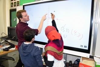 Michael Oeckel helps students at the HS of World Cultures, composed of immigrant