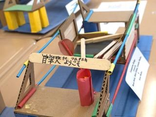 Kosei, a 3rd-grader, decorated his transporter bridge with a welcome sign in Eng