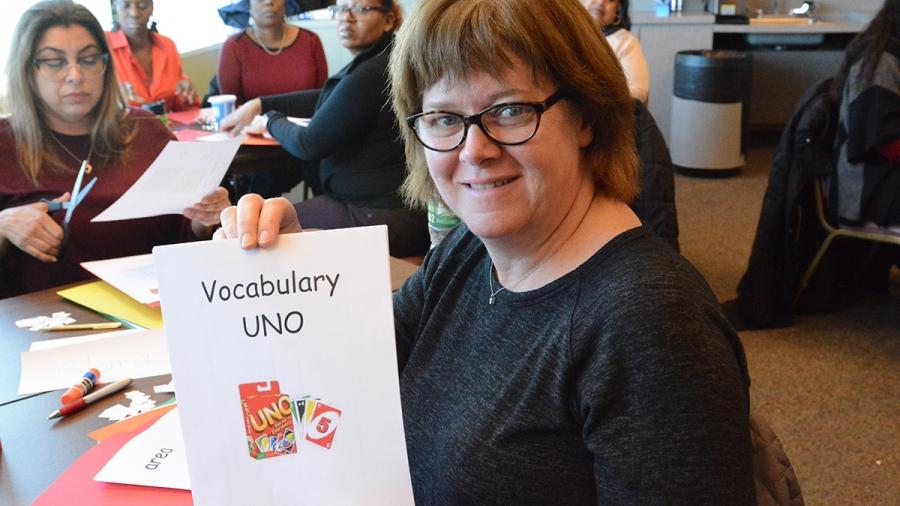 Woman holds up a sign, Vocabulary UNO