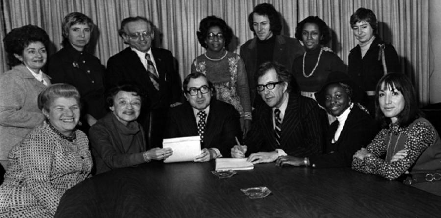 Shanker signs the first contract for paraprofessionals in 1970